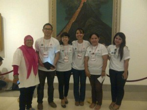 Indah, Agus, Nondita and two other Indonesian friends (Left to right)