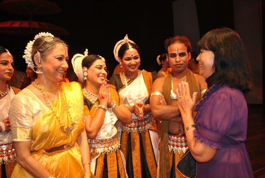 Dy Saveth, Cambodian's veteran actress with Indian female dance masters from India met at Charishnu